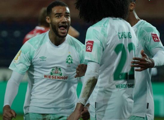 Werder Bremen 2020 Umbro Christmas Soccer Jersey, Football Kit, Shirt, Trikot, Weihnachtsbaumtrikot